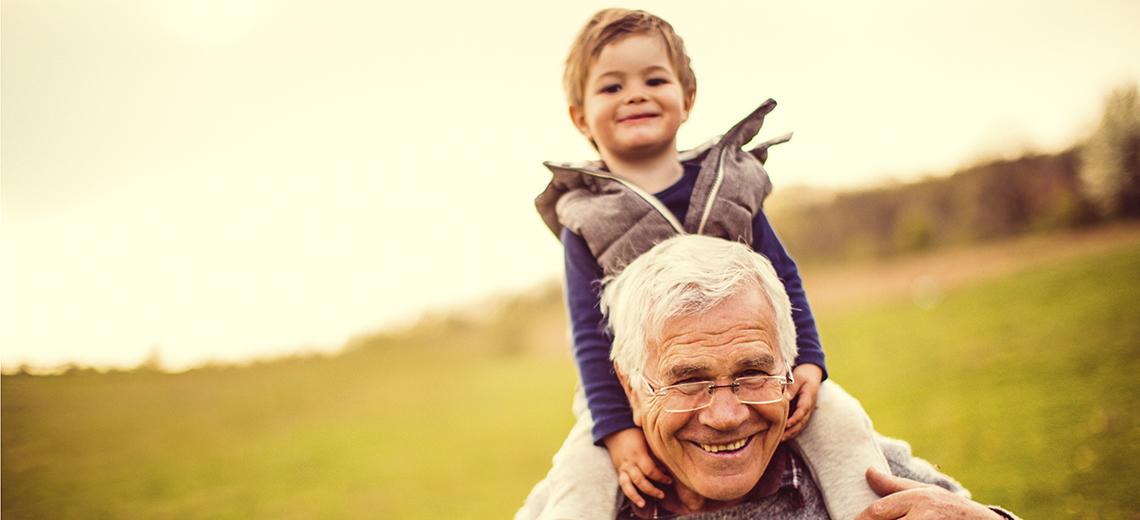Los beneficios de que abuelos y nietos jueguen juntos